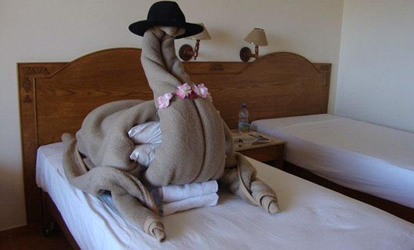 funny-hotel-staff-requests-16-57ceb4b630936__605