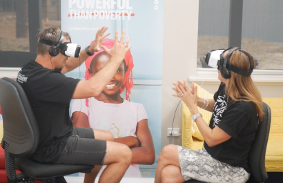 Kirste & Morro experience VR for the first time with the Lucena Village virtual reality story