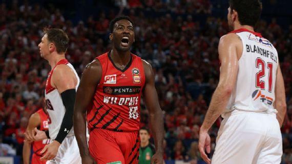 Dario Hunt, Perth Wildcats crush Illawarra Hawks