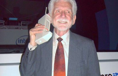Believe it or not: The first ever mobile phone call was an absolute power move